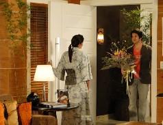 Ari leva flores para Suzana