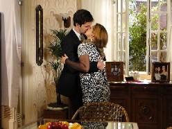 Chico agarra Nicole e dá um beijo