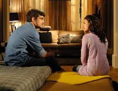 Edgar e Marcela conversam sobre o casamento dele com Camila