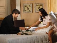 Edgar e Marcela ficam em casa jogando Jogo da Vida