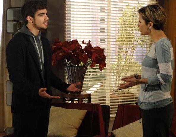 Edgar conversa com Luisa para terminarem relacionamento