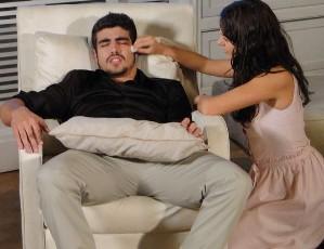 Marcela cuidando de Edgar