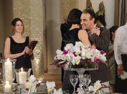 Rebeca e Gino dançam de Rosto Colado