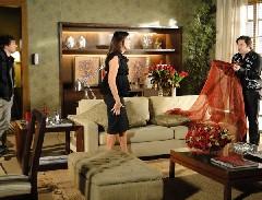 Suzana exige que Ari acabe com a farsa de Victor Valentim