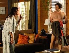 Suzana expulsa Ari de seu apartamento