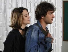 Valquíria pressiona Luti a contar a Gabi sobre o beijo