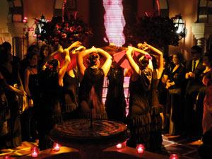 Dançarinas preparam o clima para Victor Valentim